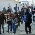 Πρόσφυγες προσπαθούν να περάσουν τον συνοριακό σταθμό Ειδομένης προς τα Σκόπια και την υπόλοιπη Ευρώπη, Παρασκευή 18 Δεκεμβρίου 2015. ΑΠΕ-ΜΠΕ/ΑΠΕ-ΜΠΕ/ΝΙΚΟΣ ΑΡΒΑΝΙΤΙΔΗΣ